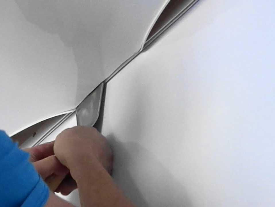 Как выбрать натяжной потолок в комнату