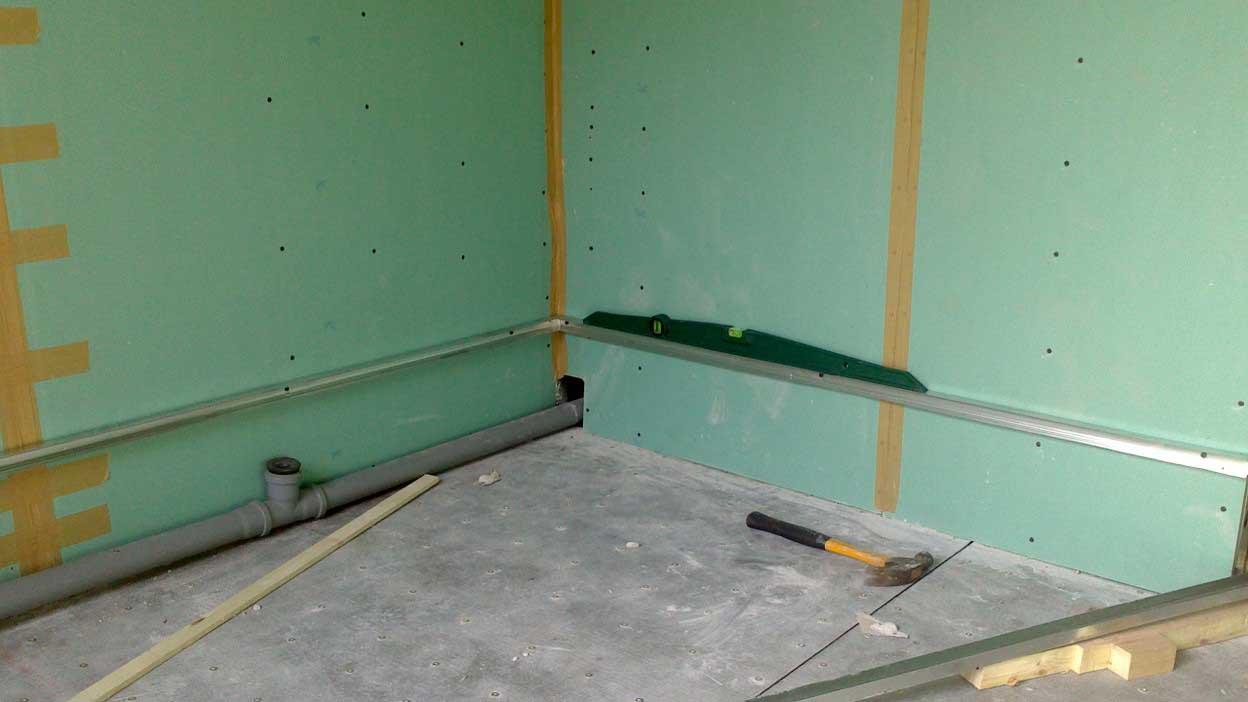 Установки планки для первого ряда плитки