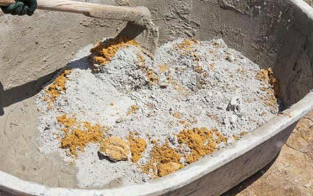 Как быстро замешать бетон вручную