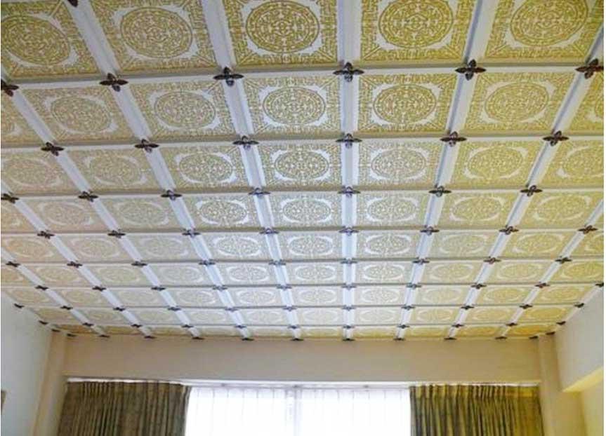 Как клеить потолочные плиты на потолок