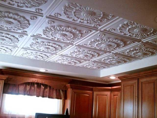 Как клеить потолочные плиты на потолок: преимущества и недостатки потолочных плит