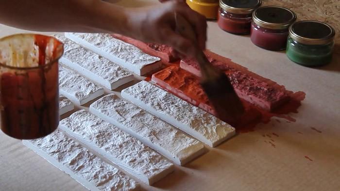 Окраска декоративной плитки из гипса
