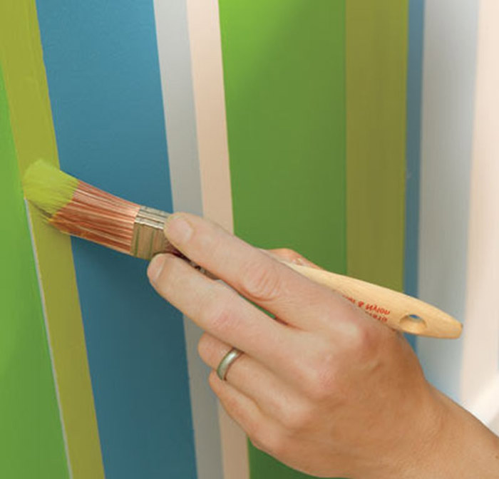 Как сделать полосы на стене