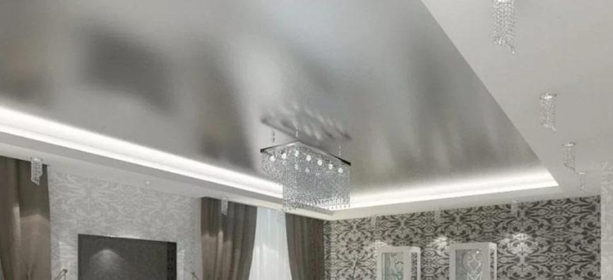 Потолок-металлик в маленькой комнате