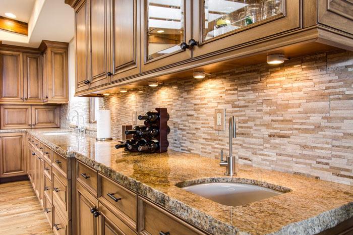 Кухонные фартуки из декоративной плитки