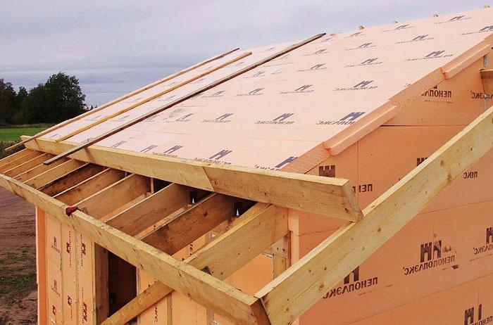 Как правильно утеплить крышу в деревянном доме