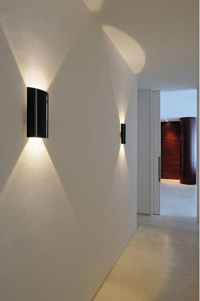 С помощью подсветки можно увеличить высоту потолка