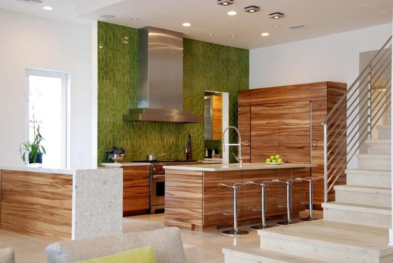 Яркая расцветка кухонной мебели