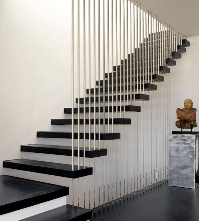 Плавающая лестница в доме
