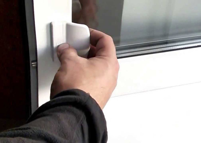 Балконная защёлка с ручкой
