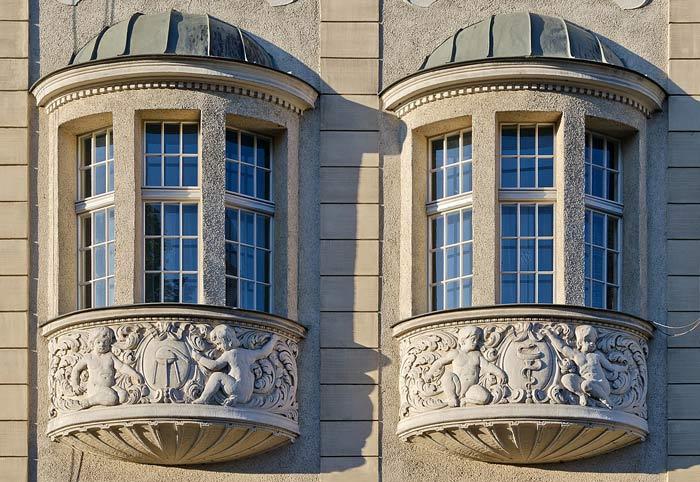 Отделка фасада эркером