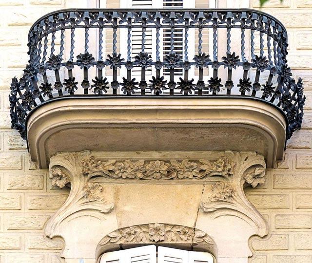 Балкон над эркером